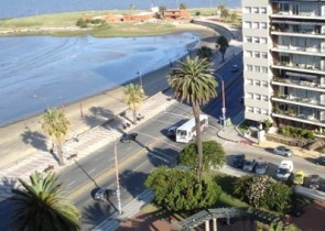 Modern studio apartment in Pocitos with great view of the Ocean and Gomensoro square